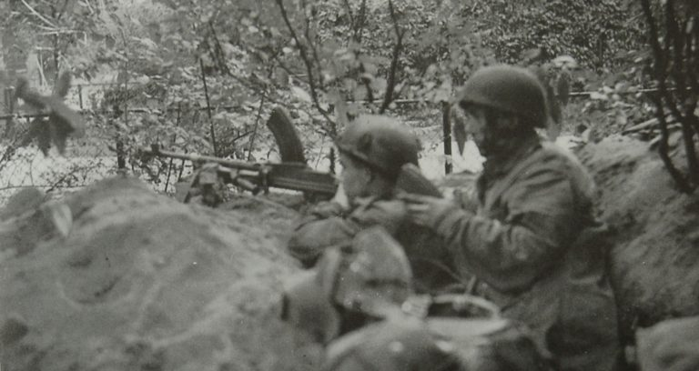 Army At War Arnhem Bren Gun In Trench