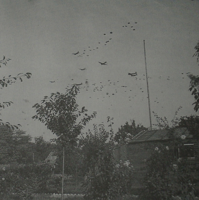 Army At War Arnhem Paratroops Landing Around The Town