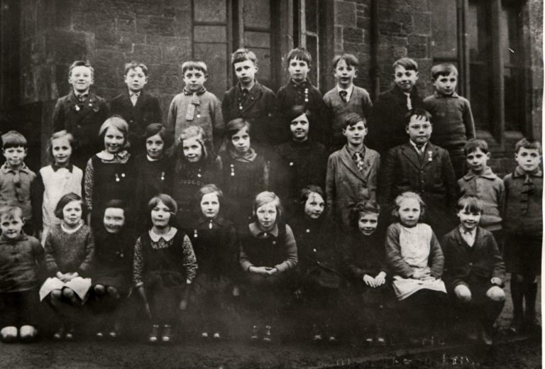 Children Group Of Shabby 1930 To 1960