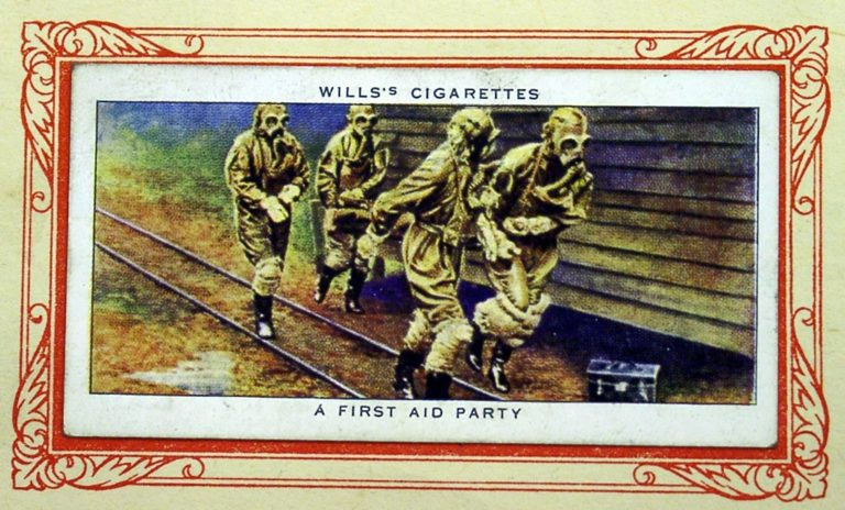 Cigarette Card In War Gas First Aid