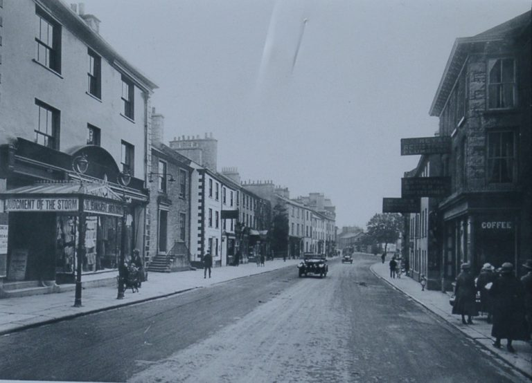 High St Car In Centre Road