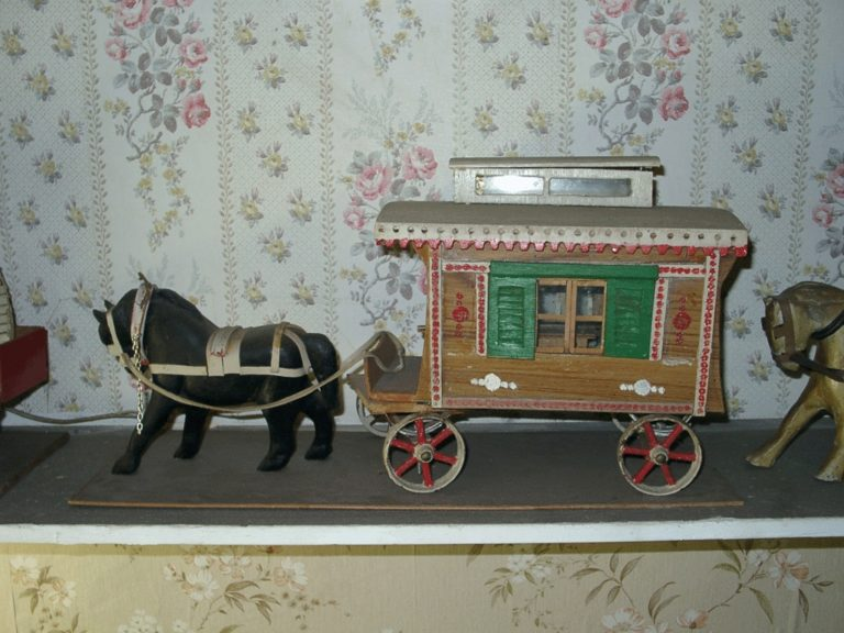 Toy Gypsy Caravan Box Flash
